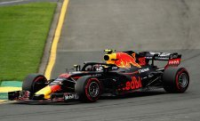 Verstappen se chce v závodě prát s Ferrari