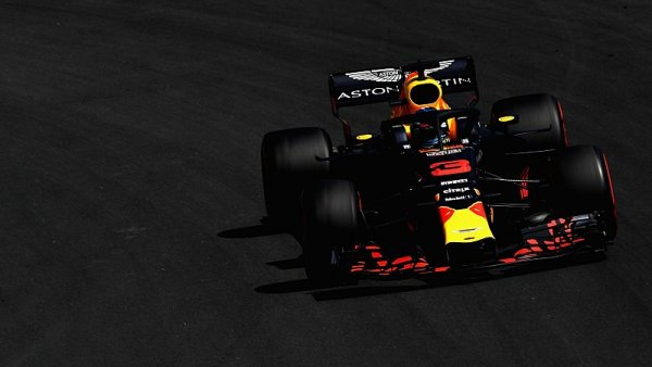 Renault vypálil salvu na Red Bull