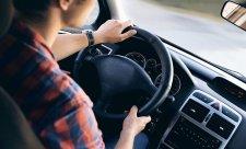Hudba v autě může být nebezpečná