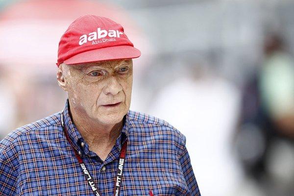 Niki Lauda je po transplantaci plic ve vážném stavu