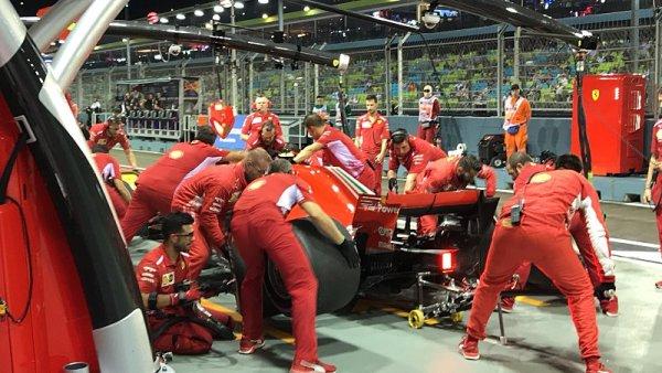 Räikkönen jen o vlásek před Hamiltonem