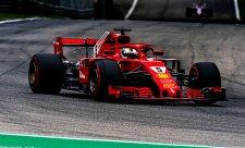 Vettel obvinil ze způsobení kolize Hamiltona