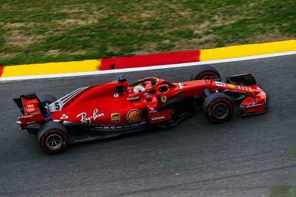 Ferrari zatím udrželo mercedesy na uzdě