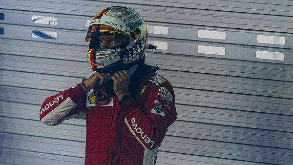 Vettel je stále častěji vídaný u Red Bullu
