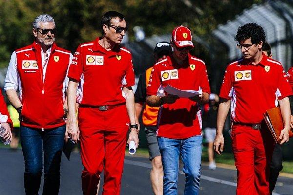 Ferrari mělo Vettela více podpořit
