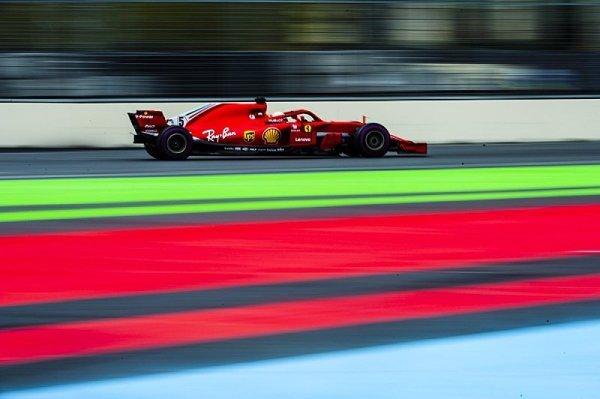 Vettel je zpět, Sirotkin havaroval
