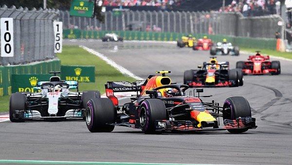 Hamilton nevyhrál, nebyl na pódiu, ale je šampiónem!
