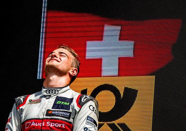 Z vítězství se po smůle favoritů raduje Müller