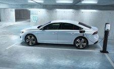 Peugeot představuje 508 a 508 SW jako Hybrid