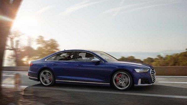 Audi S8 je splašená limuzína