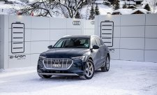 V Davosu vozí delegáty elektromobily Audi