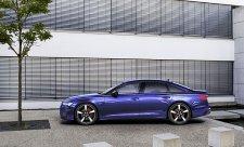 Audi začíná prodávat napůl elektrický sedan