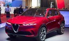 Kráska z autosalonu Alfa Romeo Tonale