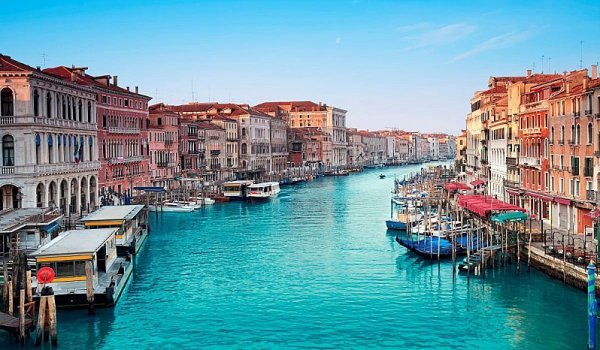 Vstupné do Benátek až od září