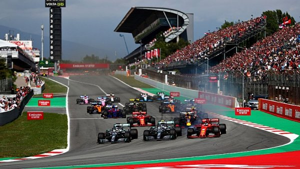 Safety car zhatil plány Ferrari, Hamilton si triumf pohlídal