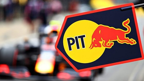 Nejrychleji mění kola u Red Bullu