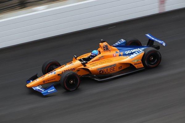 Alonso ztratil den testů kvůli špatnému odstínu oranžové