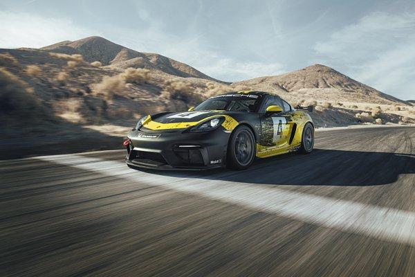 Porsche Cayman má karoserii zhotovenou z biovláken