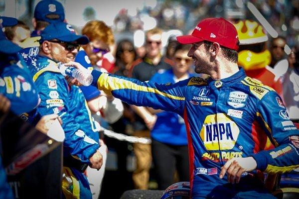 Rossi a Newgarden odstartují z první řady