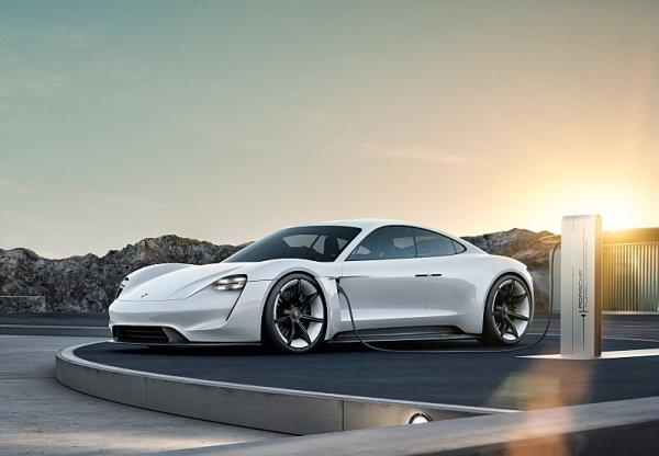 Porsche Taycan jde pořádně na dračku