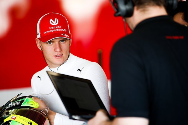 Schumacher pořádně dupl na plyn