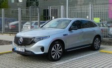 Mercedes-Benz EQC 400 se zapojuje do hry