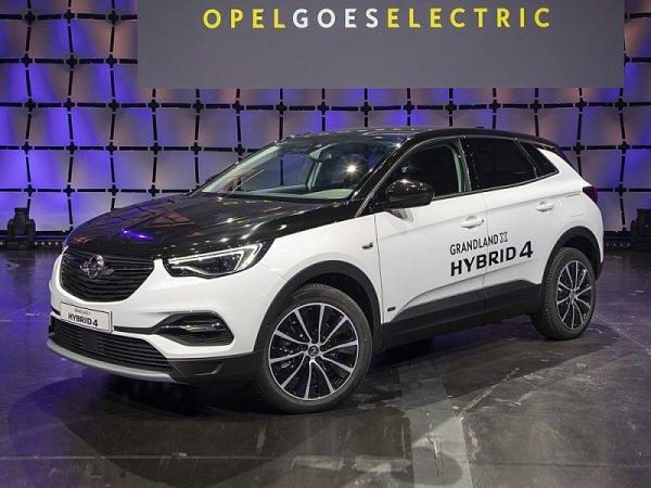 Elektrifikovaný Grandland X Hybrid4