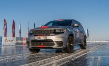 Americký Jeep je nejrychlejší na ruském ledu