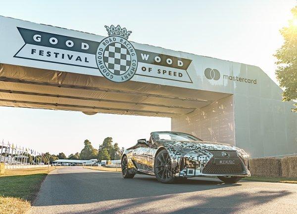 Lexus LC Convertible pojede do vrchu v Goodwoodu