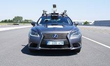 V Bruselu jezdí Lexus bez řidiče