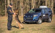 Rangery převážejí služební psy