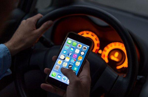 Na Slovensku si telefonisté za volantem připlatí
