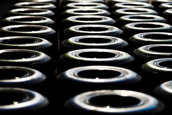 Rychle degradující pneumatiky pouze do roku 2020