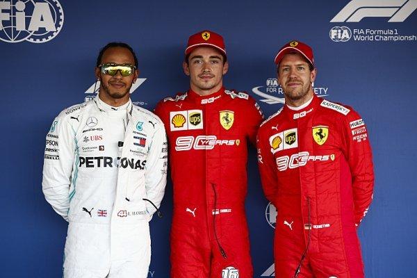 Ferrari odstartuje na měkké a Mercedes na tvrdé směsi