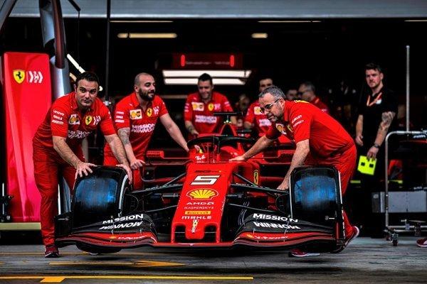 Vettel s Leclerkem půjdou na kobereček