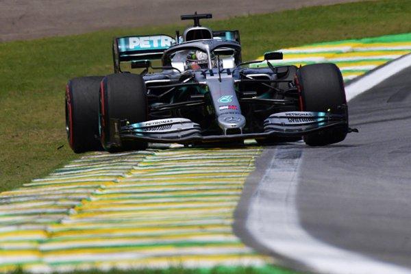 Hamilton byl v souboji s Verstappenem bezzubý