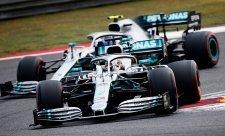 Otevřenému souboji svých jezdců zabránil také Mercedes