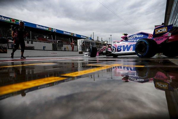 Leclerc nejrychlejší i odpoledne, Hamilton těsně za ním