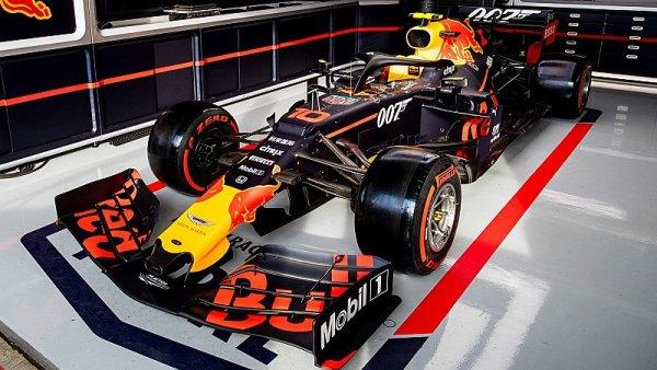Red Bull ve stylu Jamese Bonda