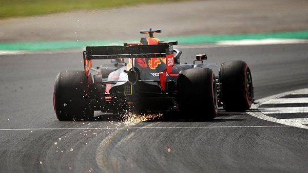 Red Bull nečekaně pokazil Mercedesu radost