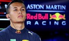 Albon dojel v obou závodech před Verstappenem
