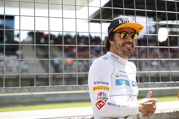 Alonso se sveze s dakarskou Toyotou