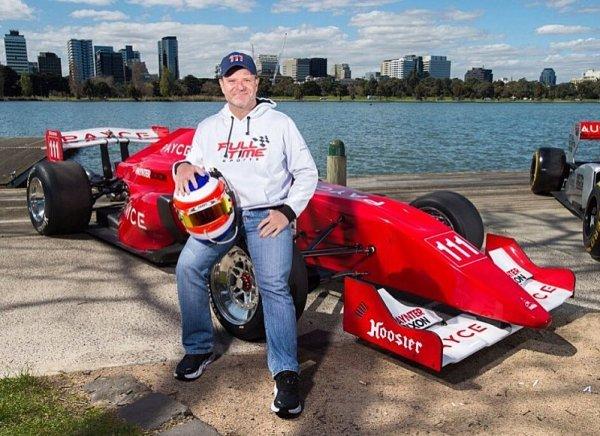 Barrichello se o víkendu vrátil k monopostům