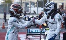 Dostal Hamilton v závěru od týmu stopku?