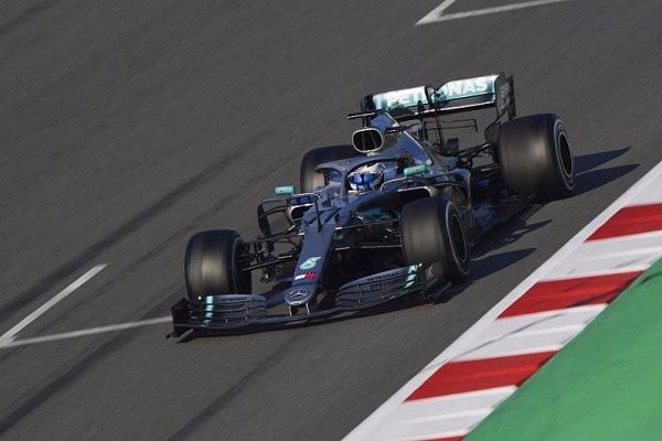 Na dlouhých distancích se Mercedes dotahuje na Ferrari