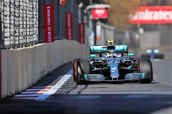Bottas odmítl roli dvojky a porazil Hamiltona