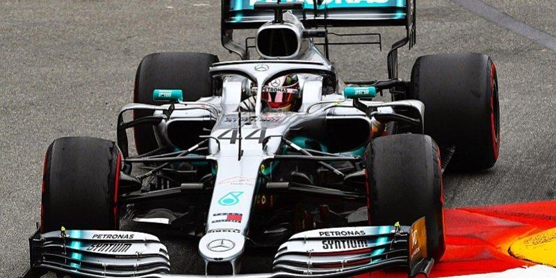 Hamilton zrychloval i na odcházejících pneumatikách
