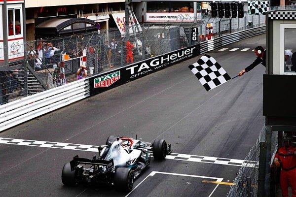 Hamilton dojížděl do cíle na ničem