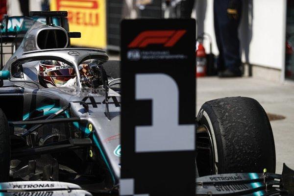 Hamilton měl namále už před startem