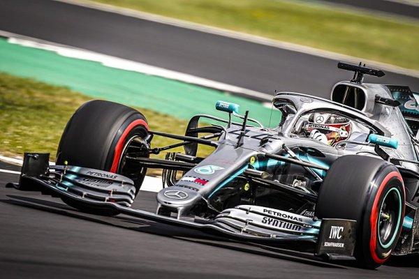 Vettel odstřelil Verstappena, ale vyhrál… Hamilton!